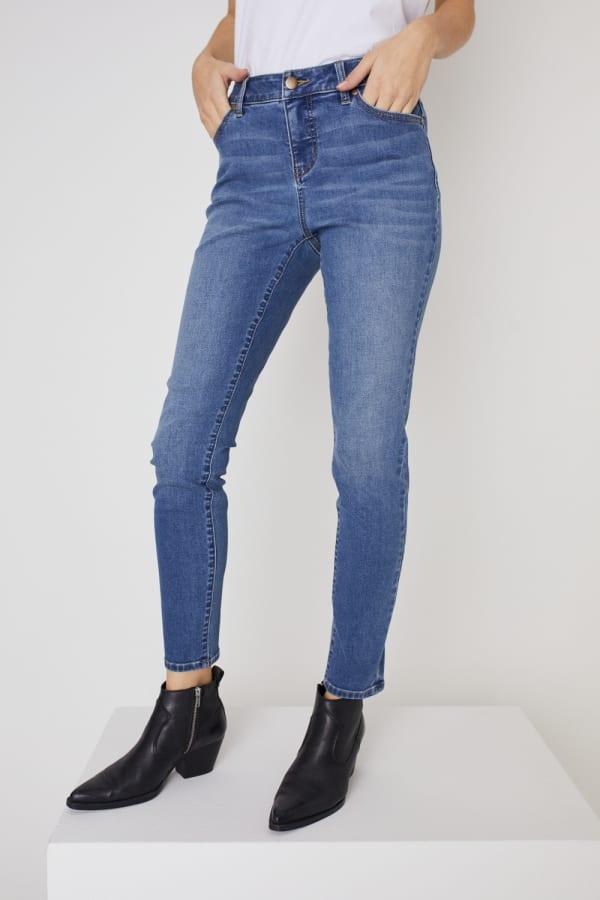 Westport Signature 5 Pocket Skinny Jean - Medium Wash - Front