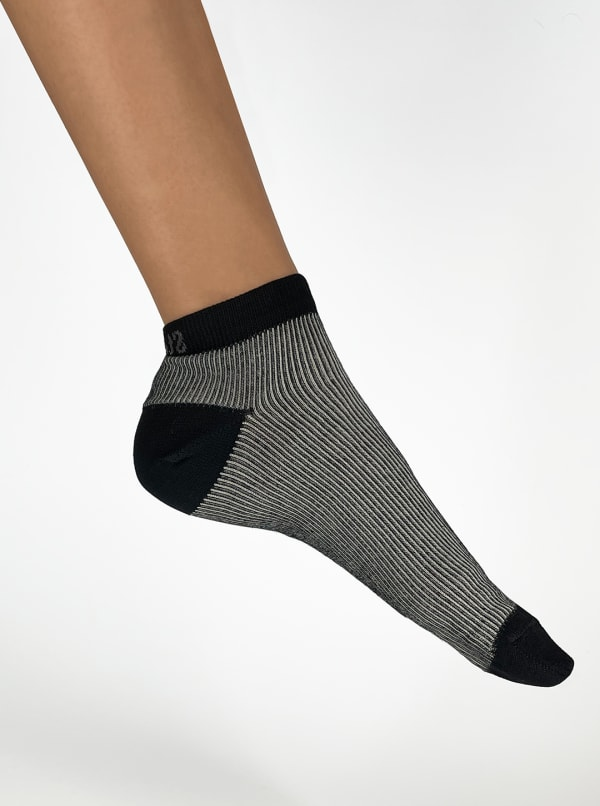 Italian Micro Rib Ankle Socks - Black - Front