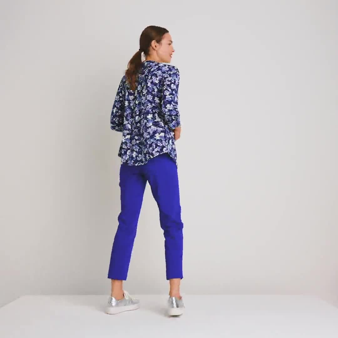 Roz & Ali Blue Floral Pintuck Popover - Video
