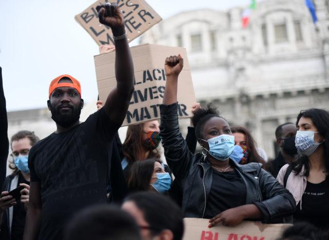 Дженнифер Лопес, Алекс Родригес, Кайя Гербер и другие: рассказываем, кто еще из звезд поддержал акцию протеста Black Lives Matter