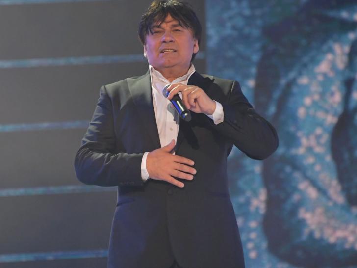 Директор Серова рассказал последние новости о состоянии певца