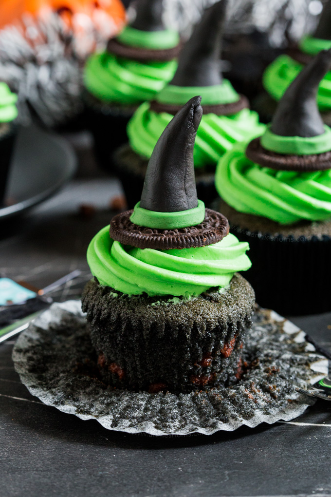 These Witches Hat #Cupcakes are a cute and fun way to get creative this #Halloween. A black chocolate chip cupcake is topped with green frosting and a handmade witches hat topper! #ad