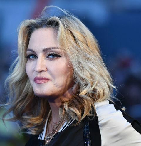 61-летняя Мадонна оголила грудь в ванной