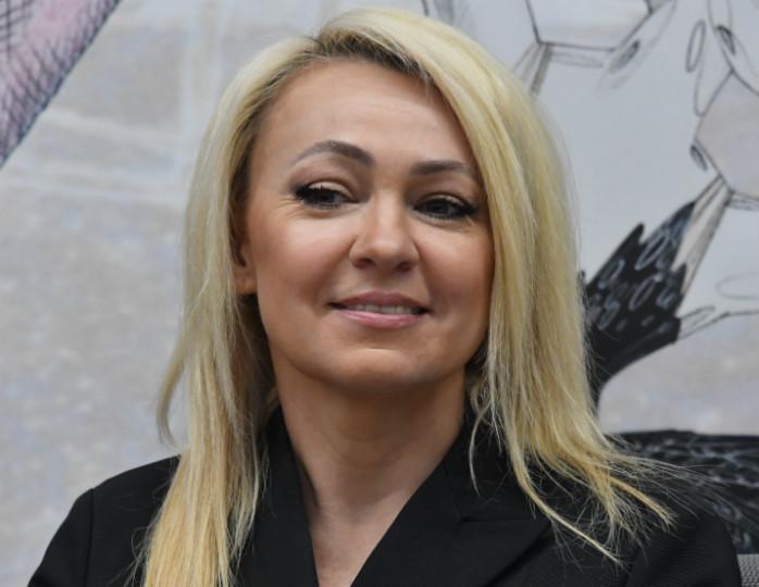 «Стильная женщина»: Рудковская в кашемировом наряде Dior снялась с подросшим сыном