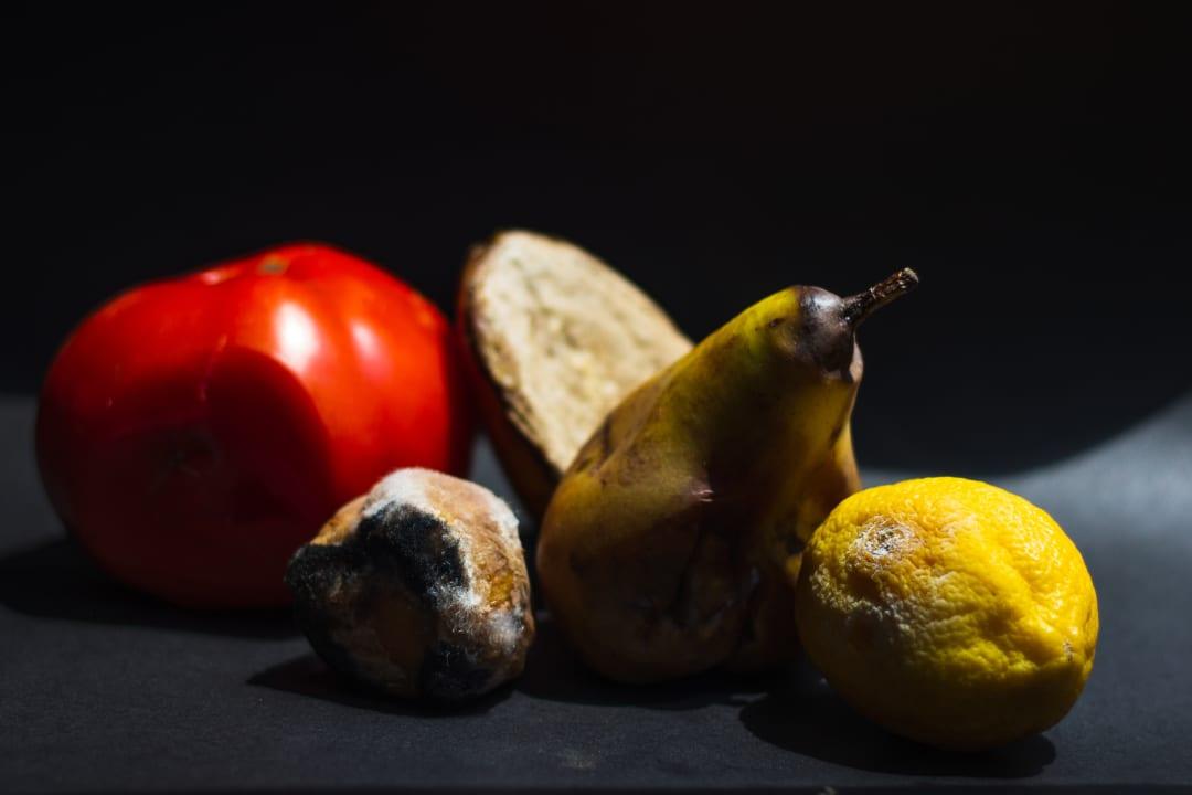 Zkažené ovoce. Autor Anita Jankovic.