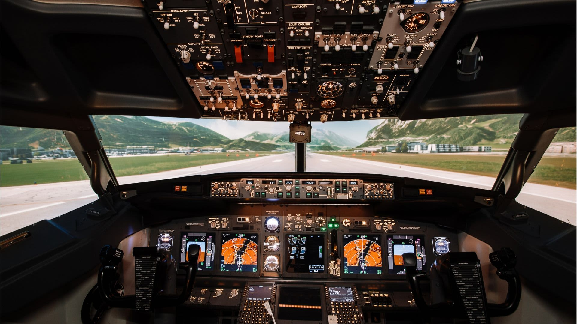 Flight Simulator Dubai : TFT Aero Flight experience
