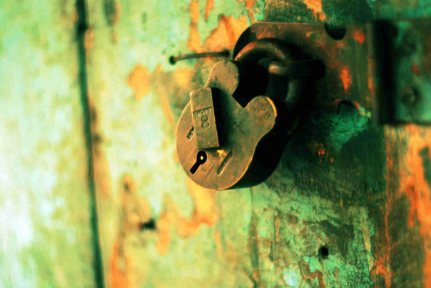 8-lever padlock