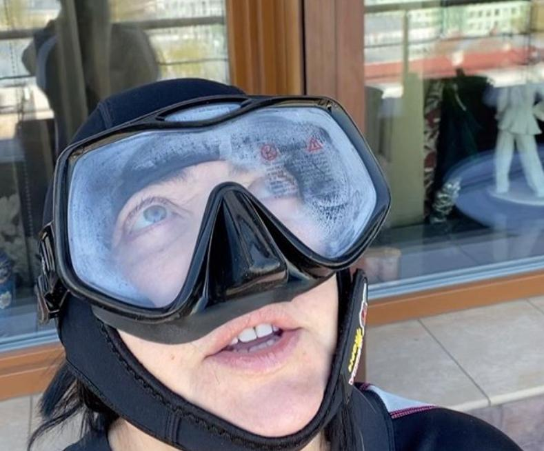 Лолита Милявская надела водолазный костюм и отправилась в «открытый космос»