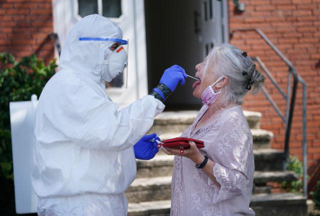 2 июля и коронавирус: около 11 миллионов зараженных в мире, почти 7 тысяч инфицированных в России, в Казахстане вновь вводят карантинные меры