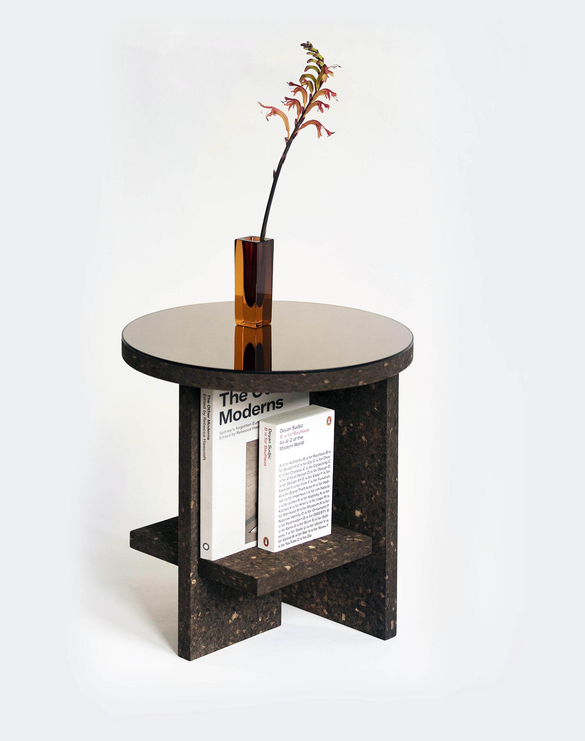 """""""Matteo Fogale Cruz Del Sur Table with vase"""""""