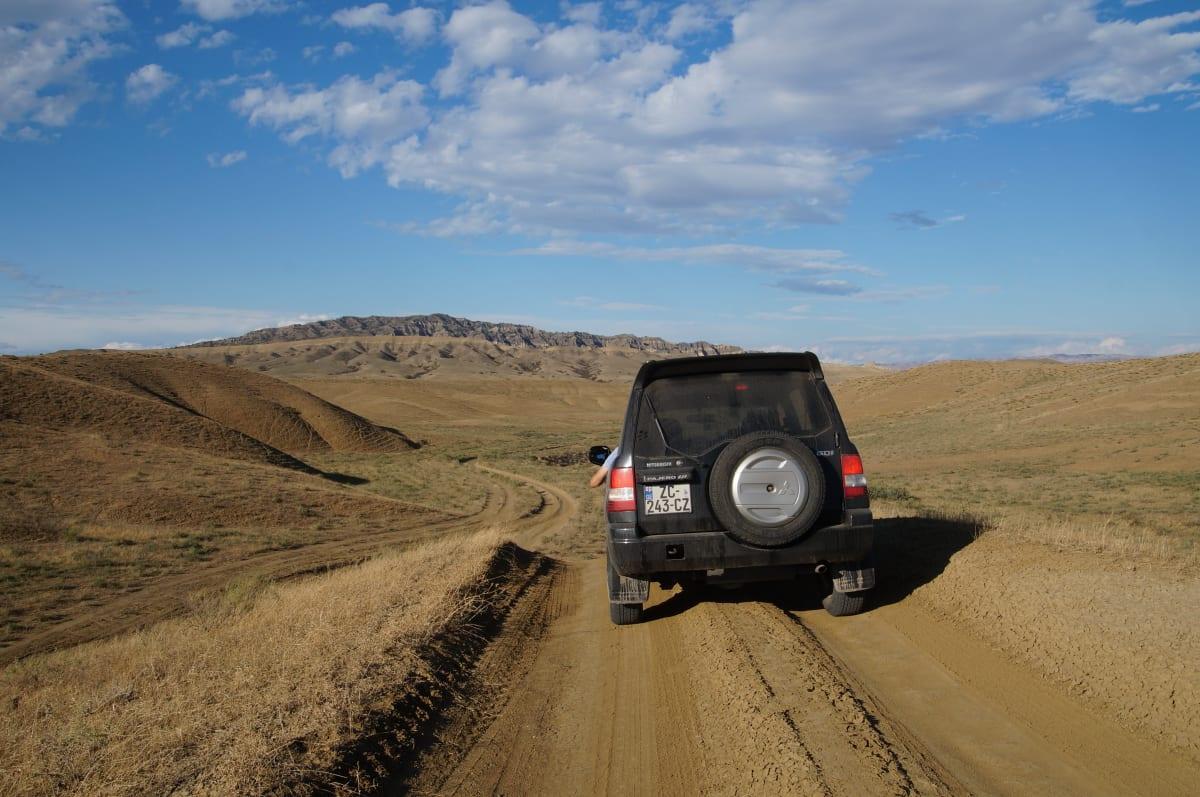Mit dem Jeep auf dem Weg zu den Schlammvulkanen