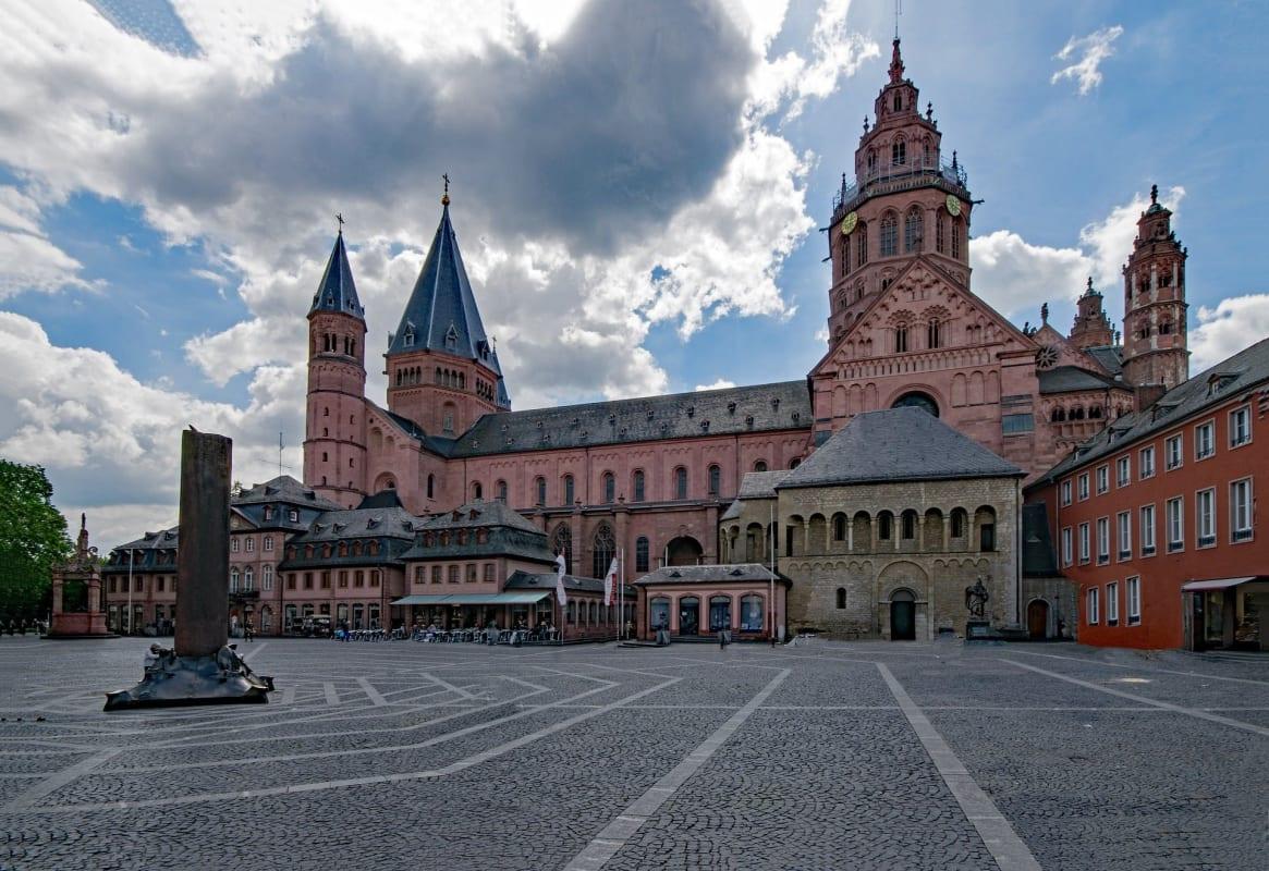 Dom in der der Stadt Mainz in Rheinland-Pfalz