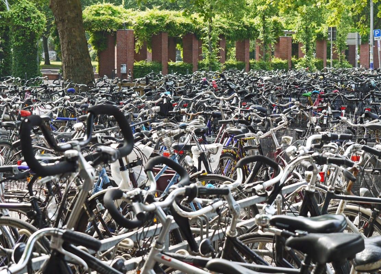 Hunderte Fahrräder dicht gestellt in Münster in Nordrhein-Westfalen