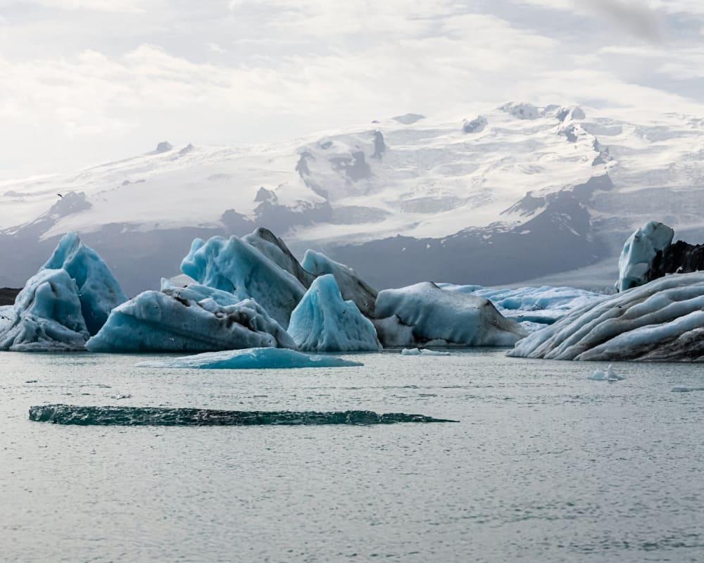Gletschereis im Wasser in der Arktis