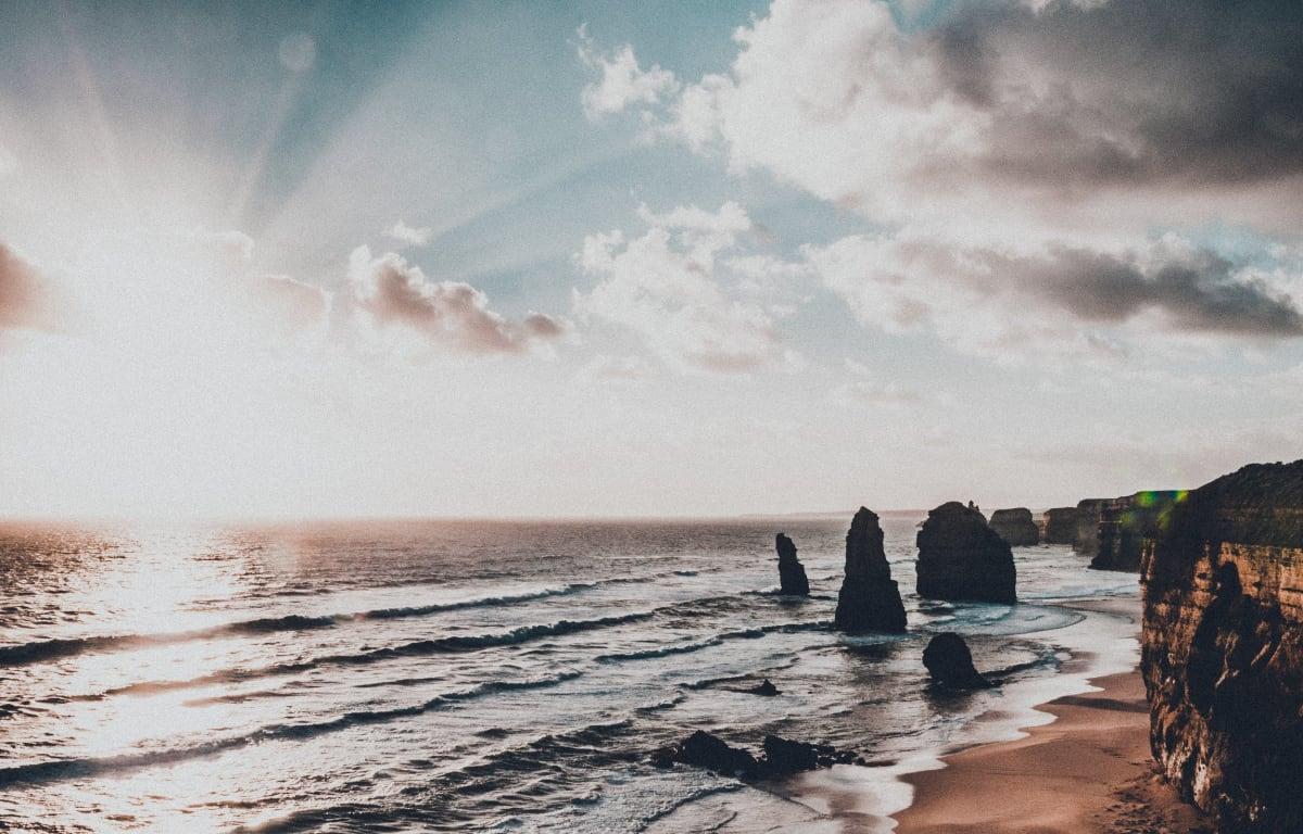 Die zwölf Apostel mit einem Autralien Reisepartner erleben Felsformation im Südosten Australiens