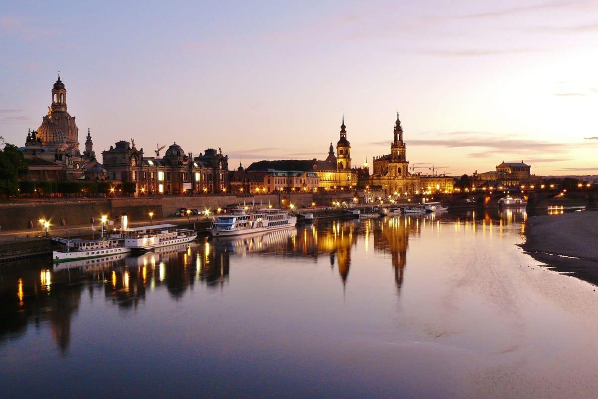 Panorama der Altstadt von Dresden im Sonnenuntergang
