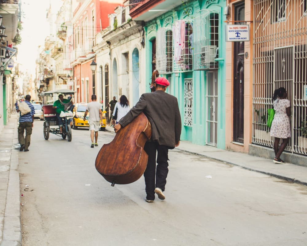 Man with a cello in Havanna