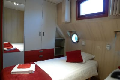 Red room on Barge Johanna