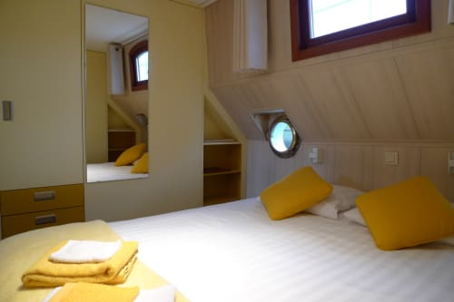 Gele kamer op B&B Barge Johanna