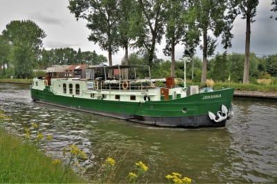 Barge Johanna op kanaal Gent-Brugge-Oostende