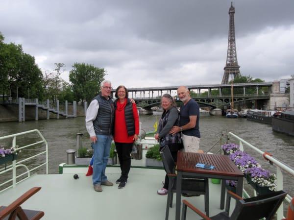 Seine, binnenvaren van Parijs op Barge Johanna met zcht op de Eiffel toren