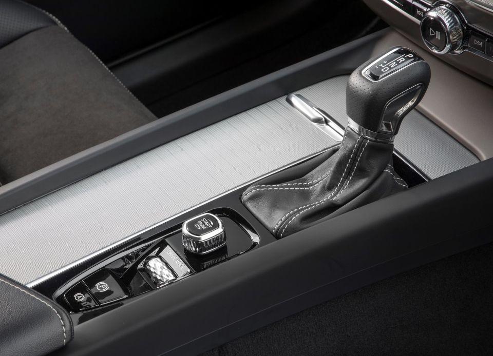 Volvo XC60 T6 AWD Centre console
