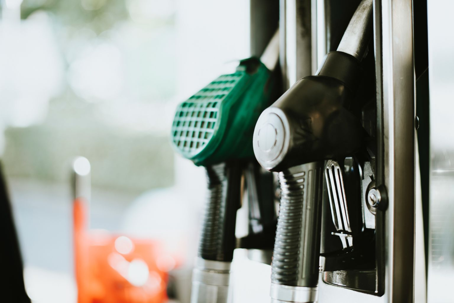 Our guide to different types of fuel - Petrol vs Diesel