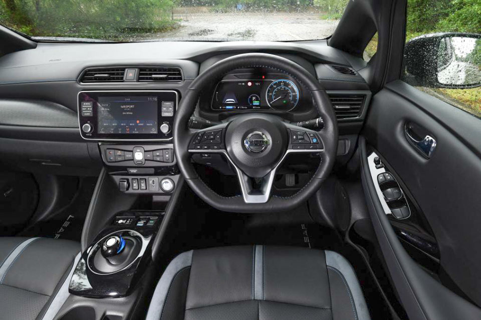 Nissan Lead e+ Inside
