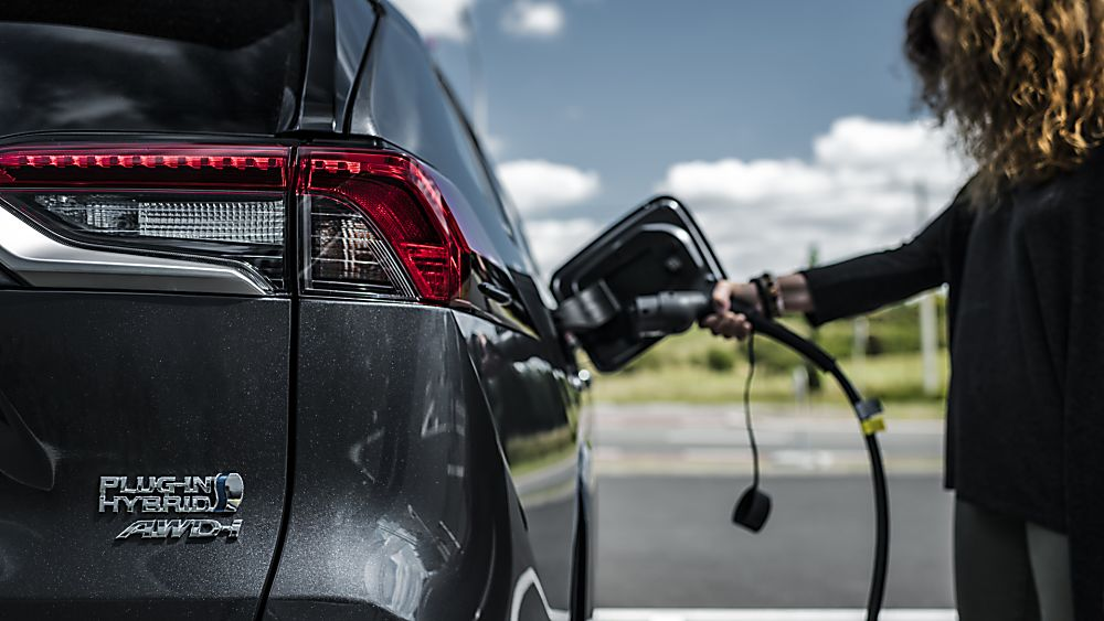 Review: 2021 Toyota RAV4 Plug-in Hybrid Charging
