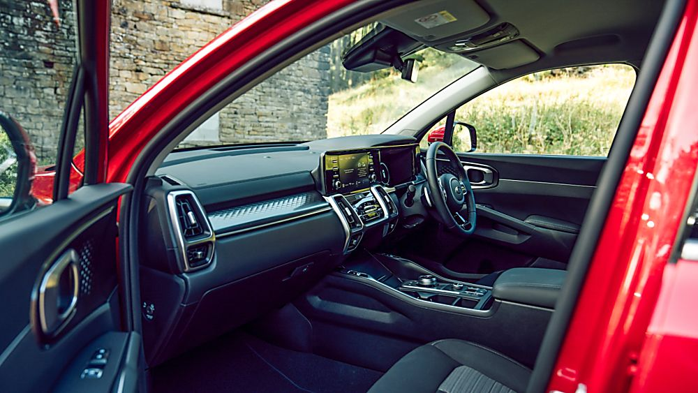 MERCEDES-BENZ: New C-Class saloon and estate revealed - Interior Front