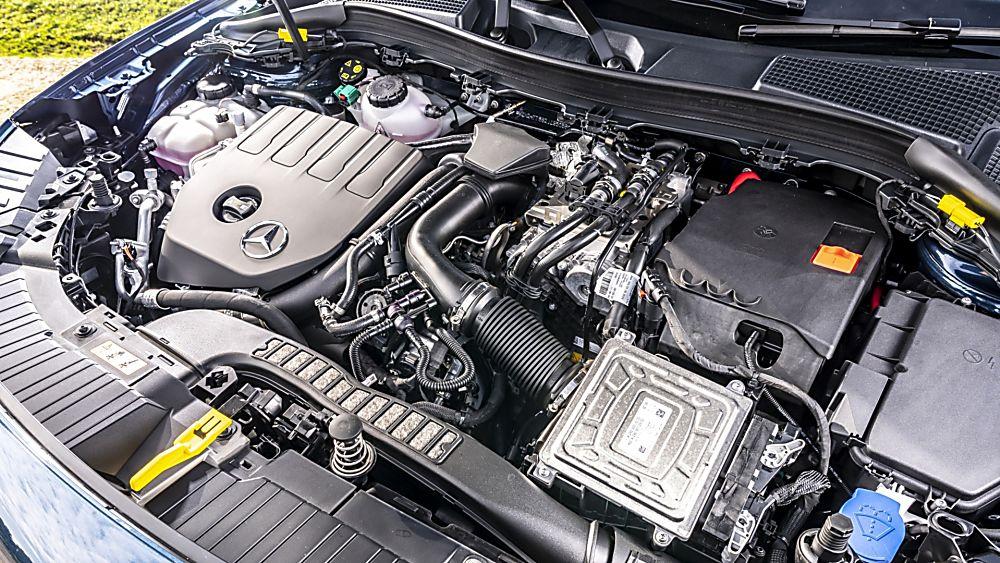 Review: Mercedes-Benz GLA 250 e PHEV Interior Engine