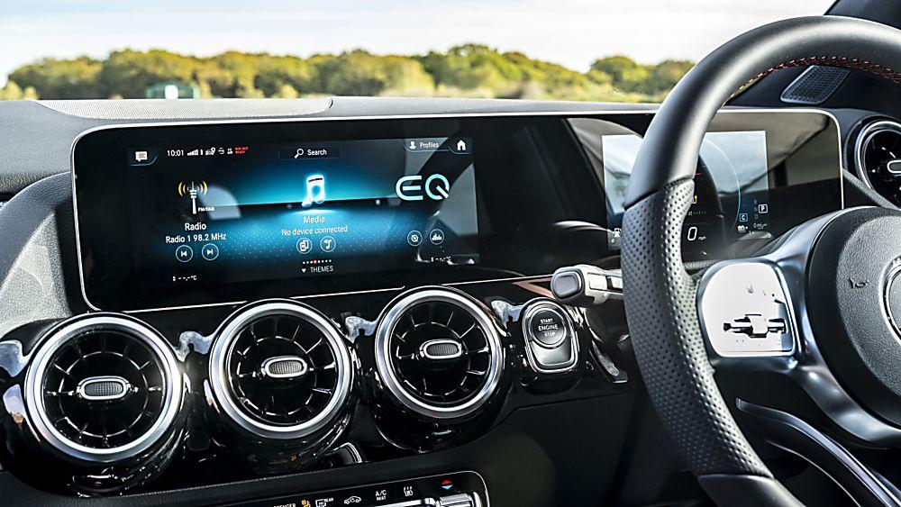 Review: Mercedes-Benz GLA 250 e PHEV Interior Cockpit