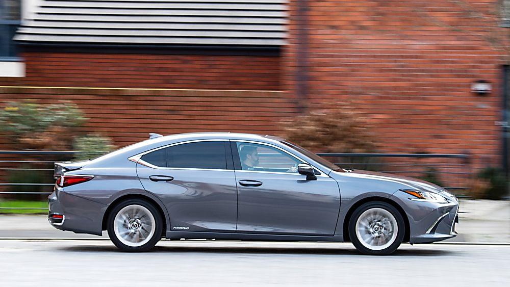Review: Lexus ES300h saloon - Hero Side