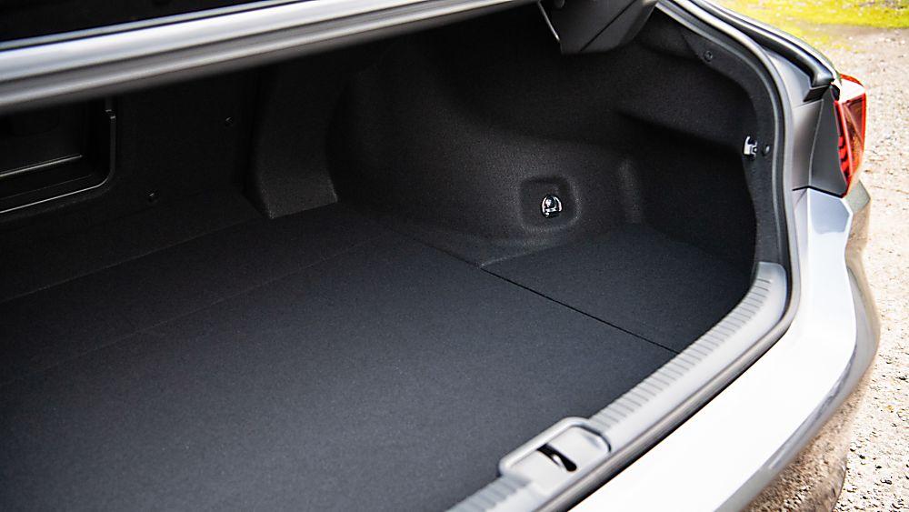 Review: Lexus ES300h saloon - Boot