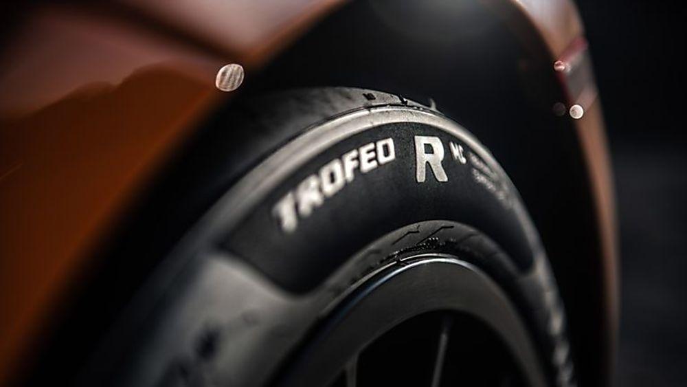 Review: McLaren 620R Tyres