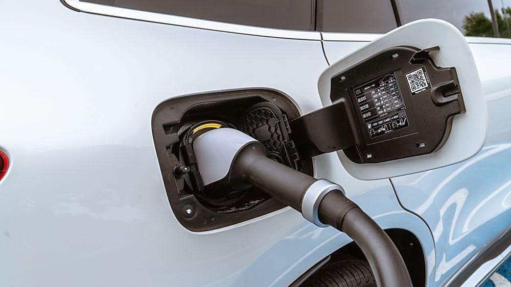 Review: Mercedes-Benz EQC 400 Charging