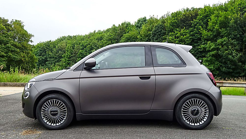 Review: Fiat New 500 EV hatch Side