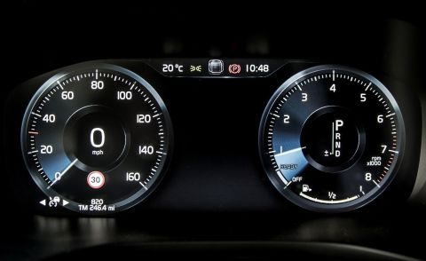 Volvo XC60 T6 AWD dashboard