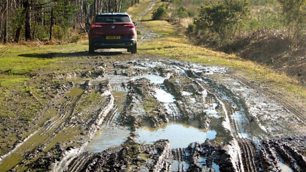 Vauxhall Grandland X Hybrid4 Off-road