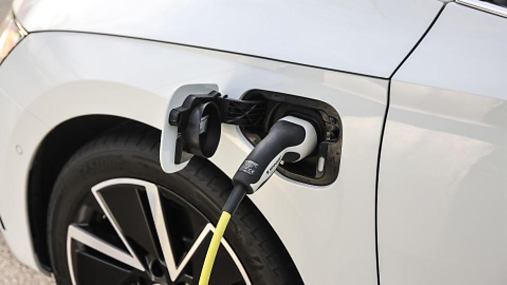 SKODA: New Octavia iV PHEV Charging