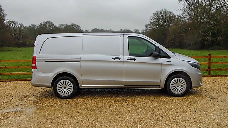 Mercedes Benz E-Vito Side