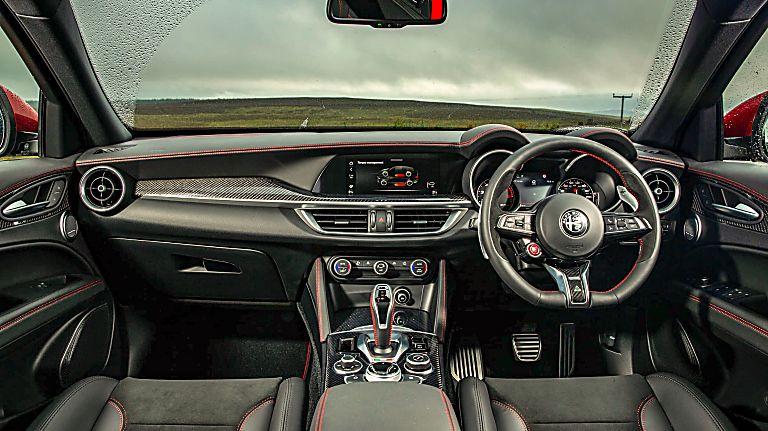 Alfa Romeo Stelvio Quadrifoglio Verde Front Dashboard