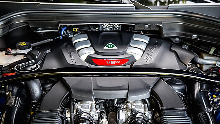 Alfa Romeo Stelvio Quadrifoglio Verde Engine