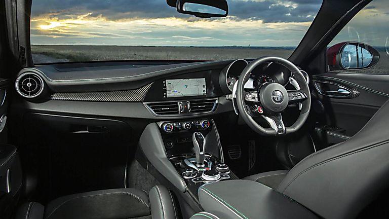 2020 Alfa Romeo Giulia Quadrifoglio Verde Cockpit