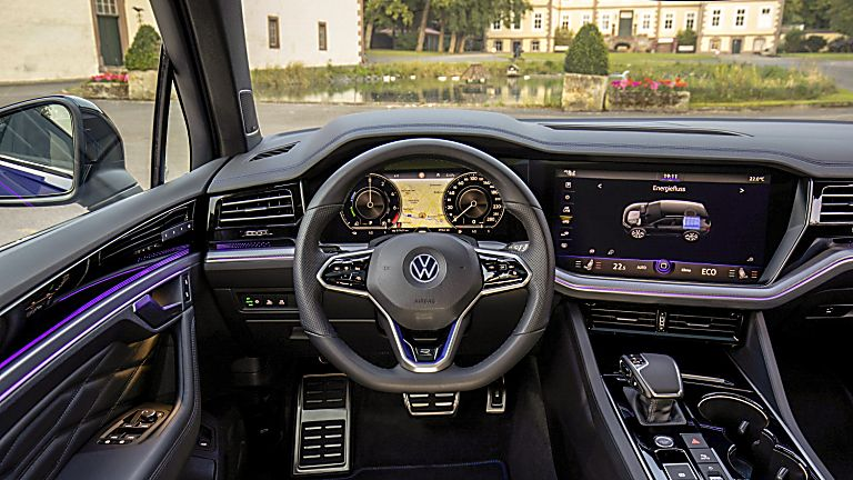 VOLKSWAGEN: Orders open for Touareg R PHEV flagship Cockpit