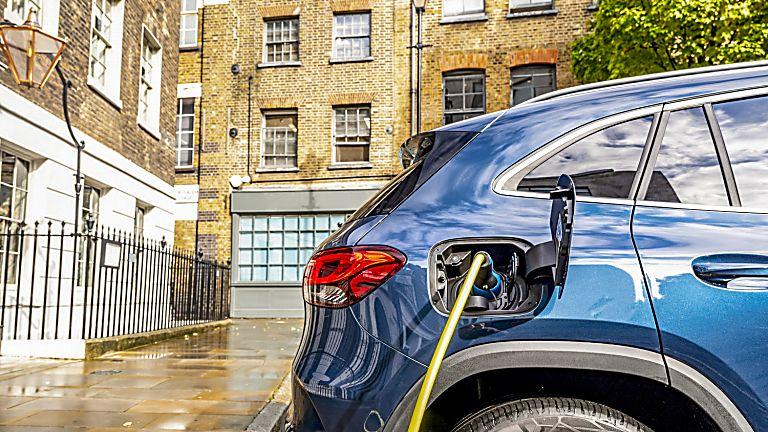 Mercedes-Benz GLA 250 e PHEV Charging