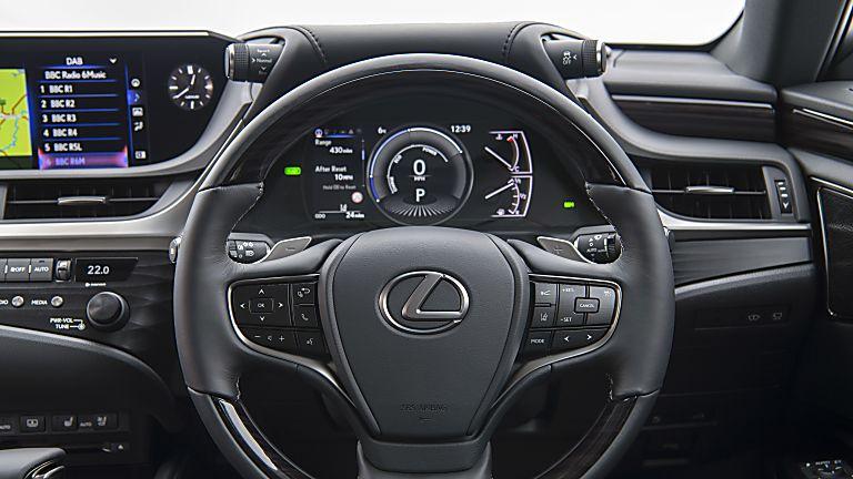 Review: Lexus ES300h saloon - Cockpit