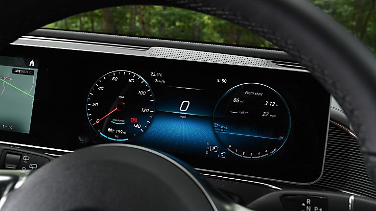 Review: Mercedes-Benz EQC 400 Speedometer