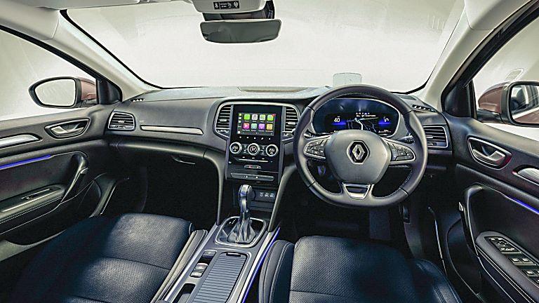 Review: Renault Mégane Sport Tourer E-Tech - Interior Front