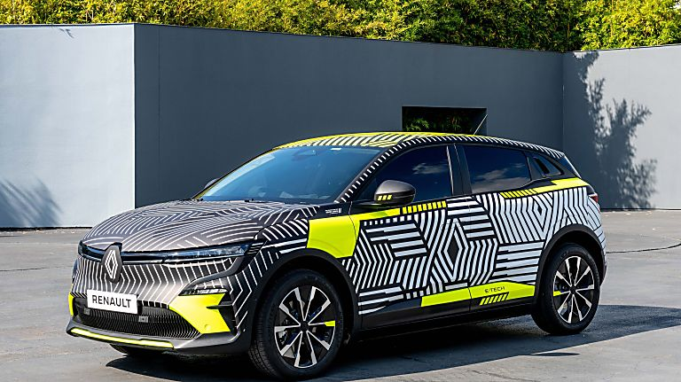 RENAULT: Pre-production images of Mégane E-Tech Electric released Front
